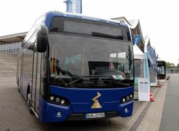 """""""Ekova Electric"""" pateikė Švedijai du pailgintus autobusus"""