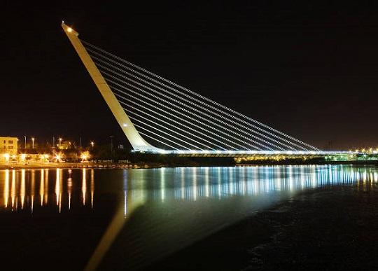 apie-graz-tilt