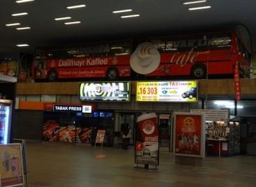 Kavinė Bratislavos stotyje – senuose autobusuose