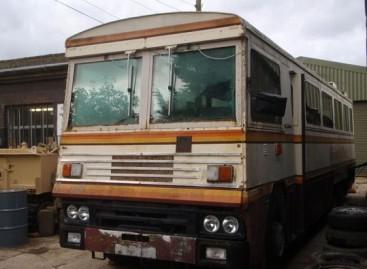 Parduodamas Margaret Tečer autobusas, galintis atlaikyti bombos sprogimą