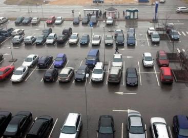 Statybų kuriozai: statybininkai dažais aptaško ištisas automobilių aikšteles