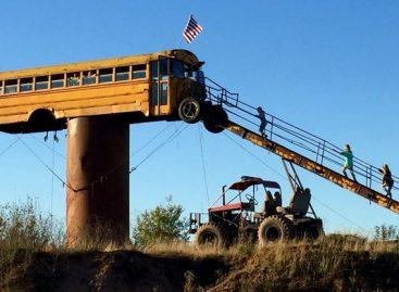 Sename mokykliniame autobuse – medžiotojų namelis