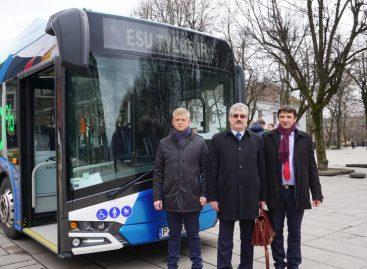 Kauniečiams pristatytas naujausias elektrinis autobusas