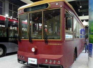 Kinijoje – retro stiliaus elektriniai autobusai
