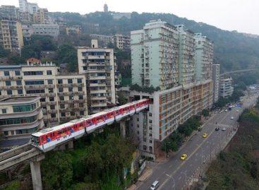 Vienabėgio tramvajaus linija – kiaurai per 19-os aukštų pastatą (video)