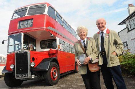 Džentelmentas padovanojo žmonai autobusą, kuriame susipažino prieš 60 metų