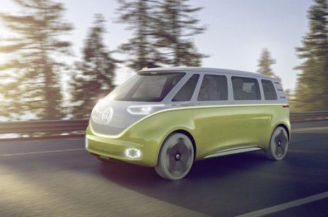 """""""Volkswagen"""" pristatė greičiausiai įkraunamą elektrinį mikroautobusą"""