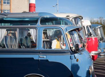 """Taline """"Muziejų nakties"""" lankytojus vežiojo senoviniai autobusai"""