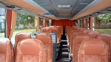Tarp keleivių autobusu – vis daugiau jaunimo