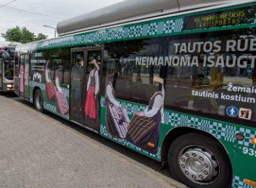 Į gatves išriedėjo autobusai, supažindinsiantys su Lietuvos regionų tautiniais kostiumais