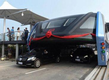 Virš automobilių srauto važiuojančio autobuso projektas – didžiulė finansinė afera