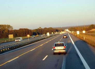 Diegiama transporto priemonių kontrolės sistema