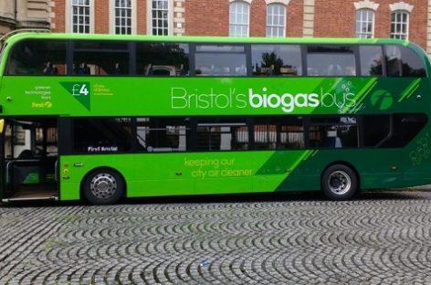 """""""Scania"""" pristatė biodujomis varomą dviaukštį autobusą"""