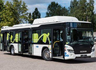 """Dujinis """"Scania"""" autobusas vežios šiauliečius"""