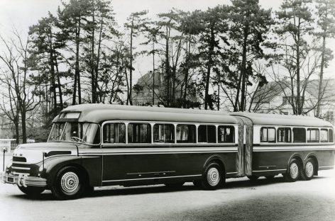 Senoviniai sudvejinti autobusai