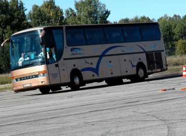 Vairuotojų meistriškumo varžybų dalyviai važiuos dviem autobusais