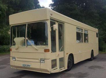 Jaukūs namai – sename autobuse