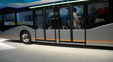 """""""Daimler"""" montuos autobusuose automatinio pėsčiųjų atpažinimo sistemas"""