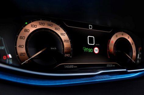 Automobiliai be išmaniųjų telefonų šiandien neįsivaizduojami
