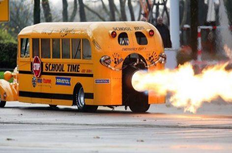 Vokietijoje pristatytas mokyklinis autobusas su 25 00 AG varikliu