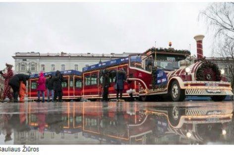 Vilnius skelbia švenčių pradžią – į gatves išriedėjo Kalėdų traukinukas
