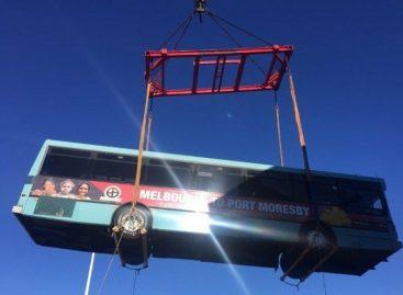 Australijos autobusai – į pagalbą Papua Naujosios Gvinėjos moterims