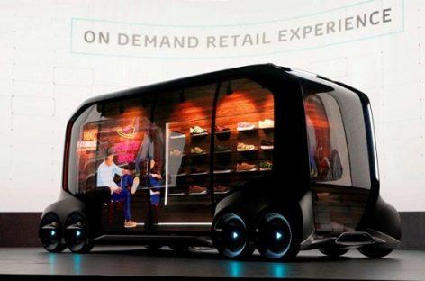 """""""Toyota"""" siūlo savivaldį mikroautobusą – parduotuvę ant ratų"""