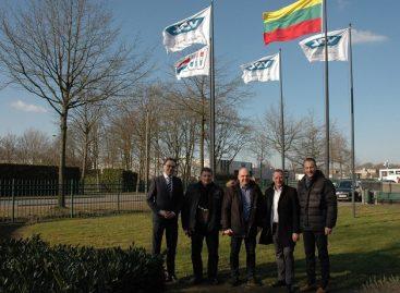 """Keleivių vežėjai apsilankė """"VDL Bus and Coach"""" gamykloje Eindhovene"""