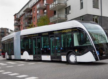 """""""Scania"""" ir """"Van Hool"""" pristato gamtines dujas naudojančius miesto autobusus"""