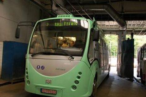 """""""Belkommunmaš"""" derasi dėl elektrinių autobusų surinkimo Gruzijoje"""