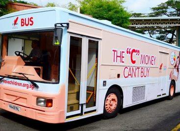 """Singapūre – autobusas """"Aš myliu vaikus"""""""