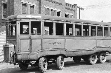 """""""Goodyear"""" keturašiai autobusai"""