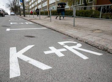 """Trumpo sustojimo vietose """"Kiss and Ride"""" Vilniuje – edukacinė akcija vairuotojams"""