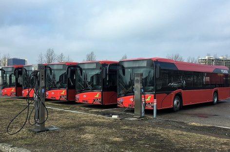 """Vilniuje – pirmieji """"Solaris Urbino 12″ autobusai"""