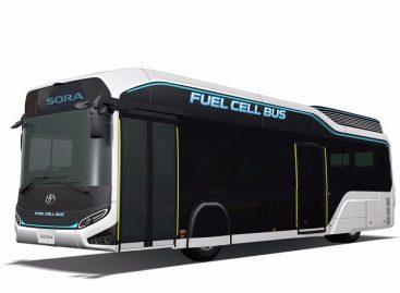 """""""Toyota"""" pradėjo pardavinėti vandenilinius autobusus"""