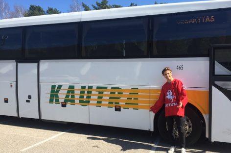 Ledo ritulio rinktinės vartininkas kviečia į čempionatą vykti autobusu (video)