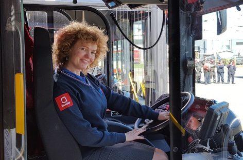 """Bendrovės """"Vilniaus viešasis transportas"""" vairuotojams – nauja apranga"""