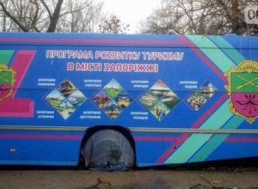 Susipažinti su lankytinais parko objektais – sename autobuse