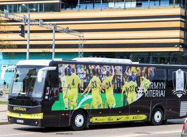 """""""Kautra"""" veš """"Trakų"""" futbolininkus įspūdingai apklijuotu autobusu (video)"""