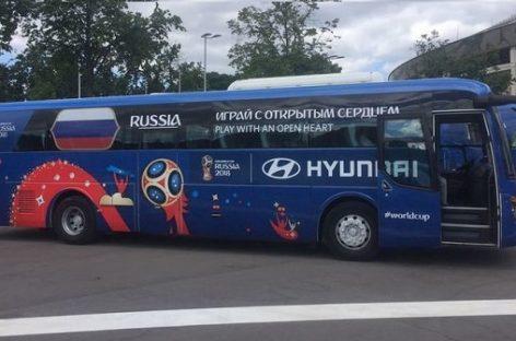 Pristatyti autobusai, kurie veš Pasaulio futbolo čempionato dalyvius