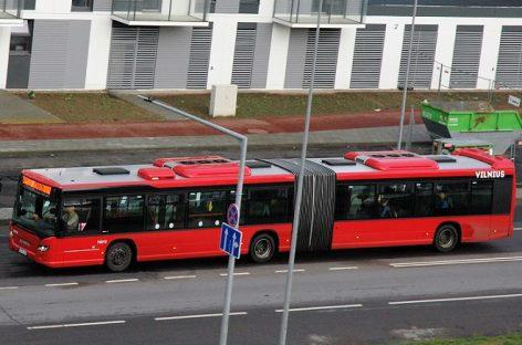 Net stipri liūtis nenuplovė sostinės privatininkų autobusų