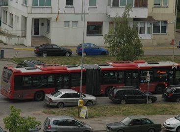 """Valstybės dienos proga """"Vilniaus viešasis transportas"""" – su vėliavėlėmis. Kaip atrodo privatininkų autobusai?.."""