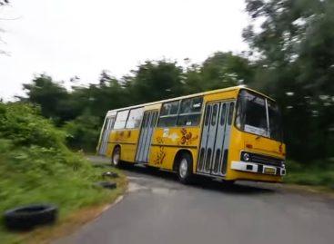 Lenktynių trasoje – galingiausias galaktikoje autobusas