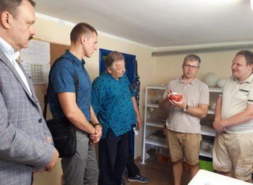 """Bendrovės """"Kauno autobusai"""" atstovai bendradarbiauja su neįgaliaisiais"""