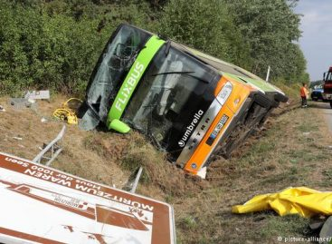 """Avariją patyrė iš Stokholmo į Berlyną važiavęs """"Flixbus"""" autobusas (video)"""