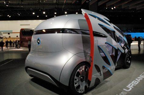 """""""Daimler"""" koncerno stende Hanoverio IAA – """"Metų autobusas"""", savivaldis mikroautobusas ir kitos naujovės"""