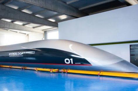 """HTT pristatė pirmąją """"Hyperloop"""" keleivinę kapsulę"""
