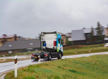 Žaliojo transporto naujovė Lietuvoje: testuojamas pirmasis suslėgtomis gamtinėmis dujomis varomas vilkikas