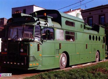 Namai sename autobuse: brutali išorė ir jaukus vidus