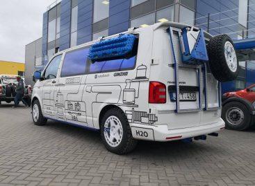 Dakaro raliui parengė mikroautobusą